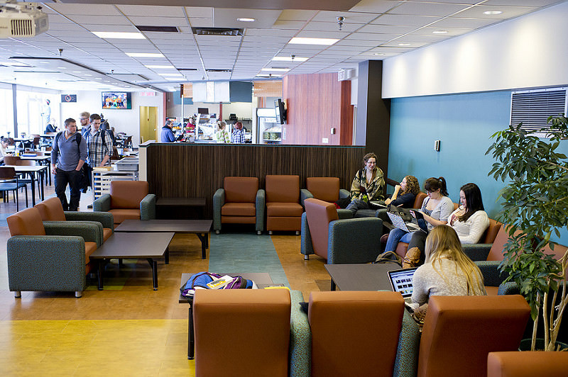 meilleures universités canadiennes : student lounge a la university of alberta